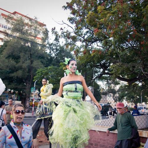 figurinos de teatro alicia arteaga custome design teatro Macussa Gigantes jabitas giganteria Roupas recicladas Roupas feitas com materiais reciclados